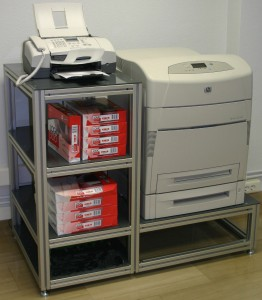 Mueble perfil de aluminio impresora  Mobiliario industrial a medida Mueble perfil de aluminio impresora
